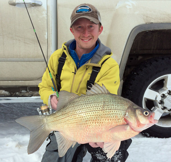 Target walleye the best news and tips on walleye and ice for Ice fishing for bass